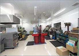 空気・油圧機器作業室